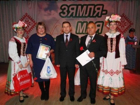 И. А. Лавринович (в центре) с удостоенными наград Министерства сельского хозяйства и продовольствия Республики Беларусь З. В. Катович и П. Н. Шинкевичем.